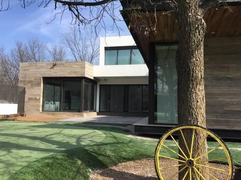 Jardín: Jardines de estilo moderno por Diez y Nueve Grados Arquitectos