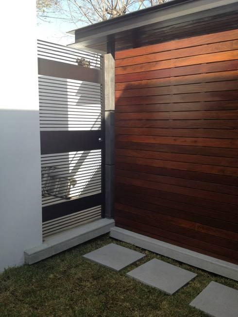 Bodega: Casas de estilo moderno por Diez y Nueve Grados Arquitectos