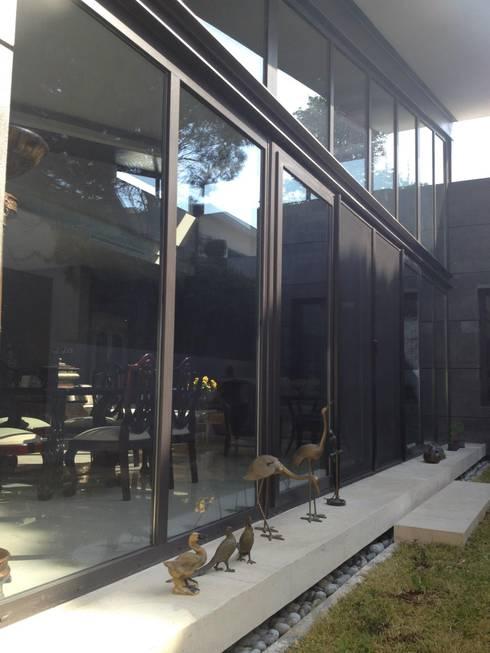 Fachada posterior: Casas de estilo moderno por Diez y Nueve Grados Arquitectos