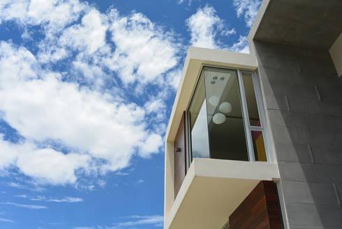 Casa Bosque de Niebla : Casas de estilo moderno por BCA taller de diseño