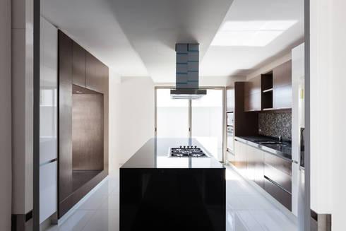 Casa la Reserva las Animas : Cocinas de estilo moderno por BCA taller de diseño