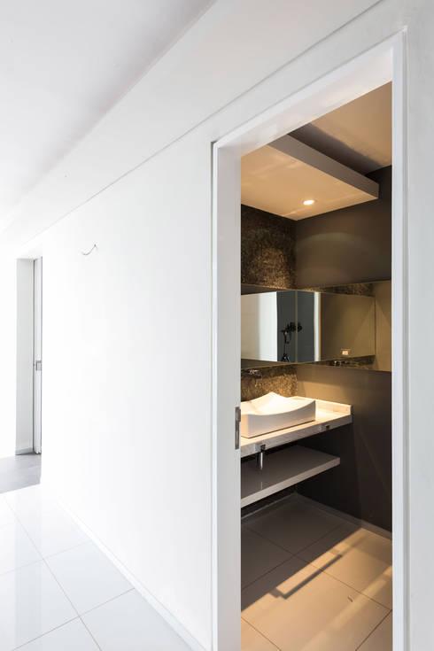 Casa la Reserva las Animas : Baños de estilo  por BCA taller de diseño
