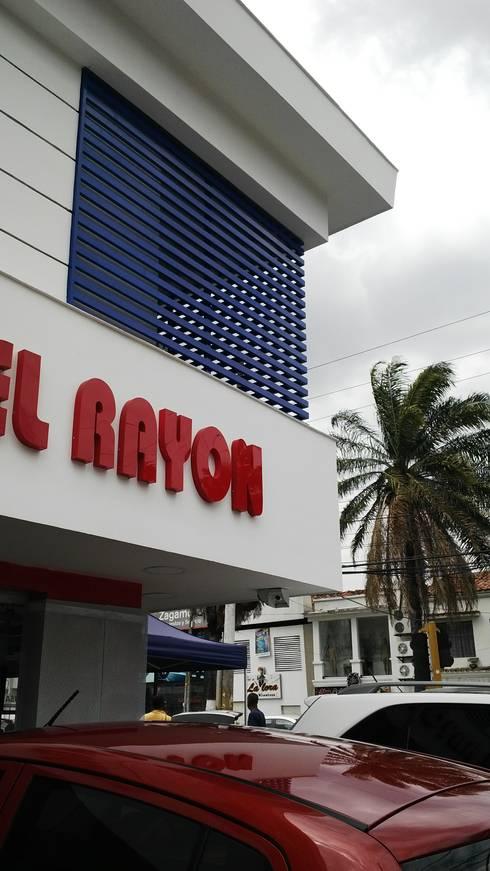 CLINICA DEL RAYON / Local comercial de Vehiculos: Espacios comerciales de estilo  por ION arquitectura SAS