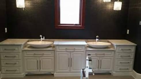 Acabados: Baños de estilo  por Leon Countertops