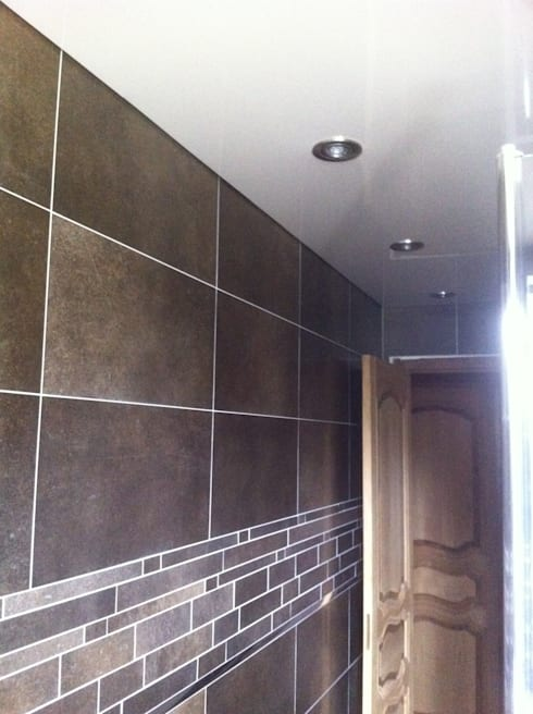 Laqué Blanc: Salle de bains de style  par JULLIEN CONFORT & HARMONY