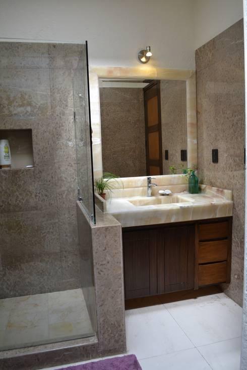 BAÑO CASA LAS FLORES: Baños de estilo  por EL DIVÁN Arquitectura & Diseño de Interiores