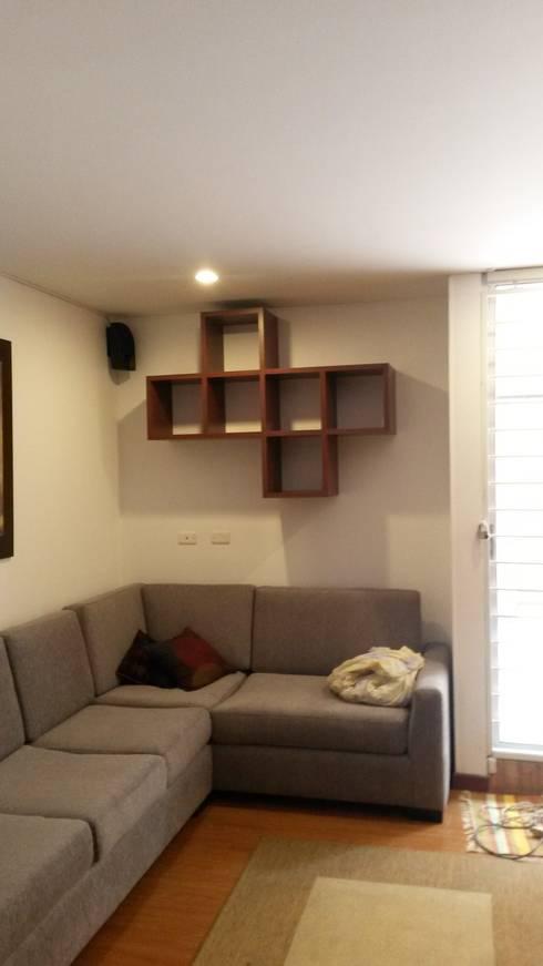REPISAS  ESPECIALES: Sala multimedia de estilo  por LABORATO ARQUITECTURA & DISEÑO