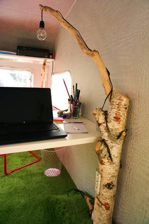 Caravane bois bureau de jardin par jardin boheme homify for Bureau de jardin en bois