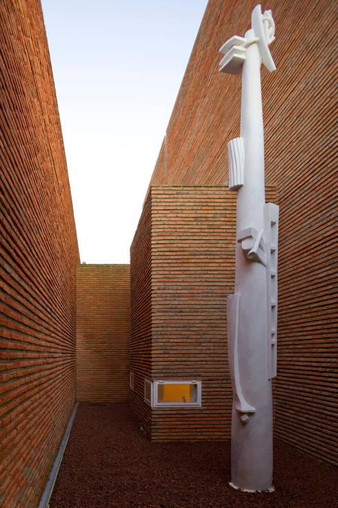 Habitação Unifamiliar no Murtal, Parede: Jardins modernos por Cândido Chuva Gomes - Arquitectos, Lda