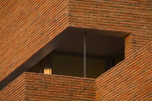 Habitação Unifamiliar no Murtal, Parede: Casas modernas por Cândido Chuva Gomes - Arquitectos, Lda