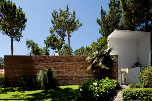 Habitação Unifamiliar na Aroeira: Casas minimalistas por Cândido Chuva Gomes - Arquitectos, Lda