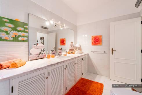 Real Estate Photography in Algarve: Casas de banho modernas por Pedro Queiroga | Fotógrafo