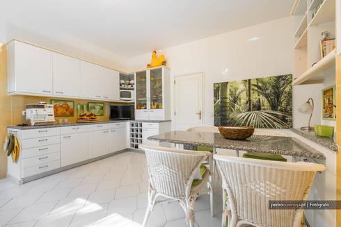 Real Estate Photography in Algarve: Salas de jantar modernas por Pedro Queiroga   Fotógrafo