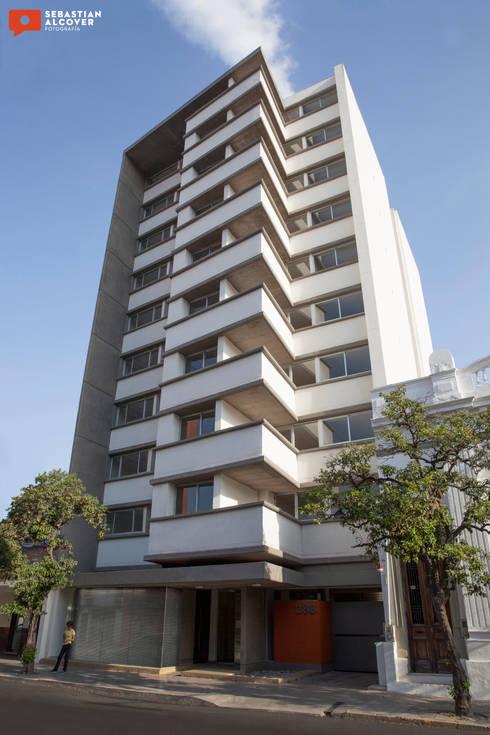 Trabajos para el estudio de arquitectura ATRIO : Casas de estilo moderno por Sebastian Alcover - Fotografía
