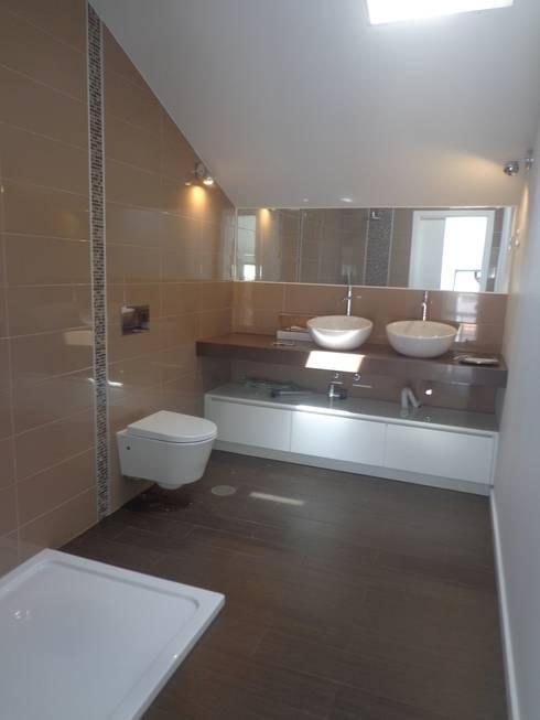 Instalação Sanitária 1º Andar: Casas de banho  por Arteprumo, LDA