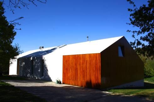 CASA 18: Casas modernas por joão navas . arquitectos