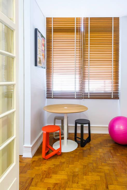 Apartamento Lisboa : Cozinhas escandinavas por Espaço Mínimo