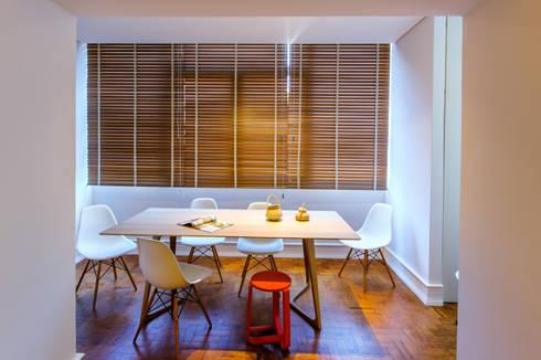 Apartamento Lisboa : Salas de jantar escandinavas por Espaço Mínimo