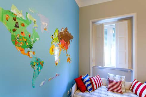 Apartamento Lisboa : Quartos de criança clássicos por Espaço Mínimo