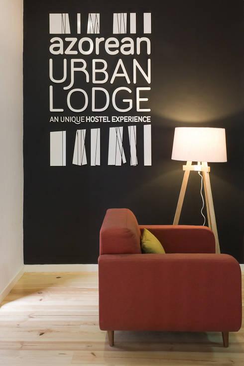 living room: Salas de estar rústicas por ARCO mais - arquitectura e construção
