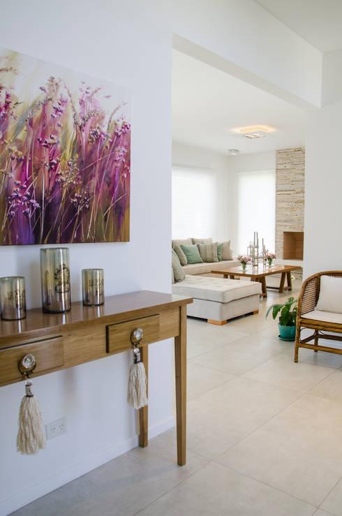 Livings de estilo moderno por Parrado Arquitectura