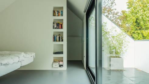Verbouwing zolder tot luxe slaapkamer met open badkamer studie en