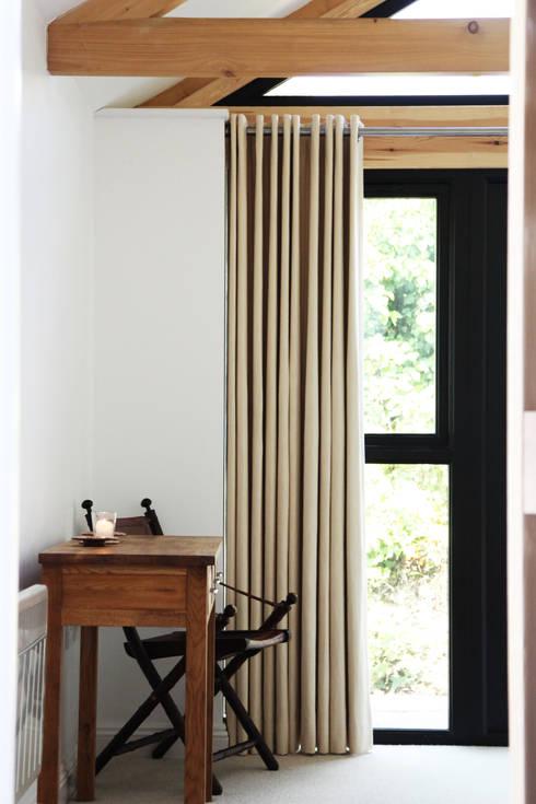 Dormitorios de estilo rústico por Innes Architects
