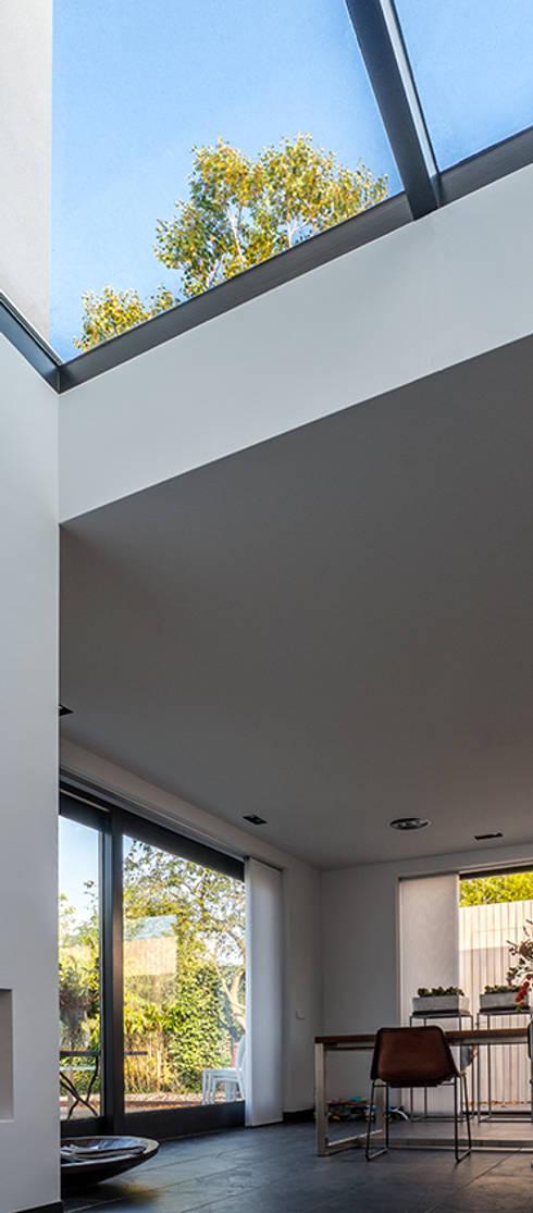 Luxe renovatie met zwevende dakopbouw, maatwerk keuken met zwevend ...
