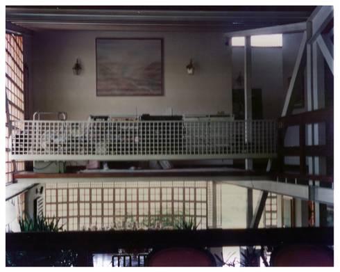 Vista del Estar desde la Sala: Salas / recibidores de estilo industrial por R+P