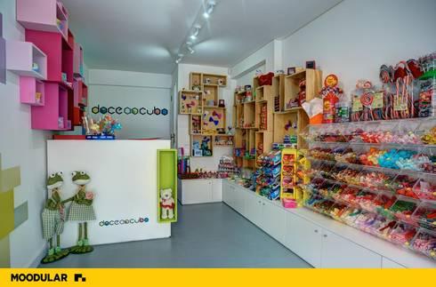 Moodular - Loja Doce ao Cubo: Lojas e espaços comerciais  por MOODULAR