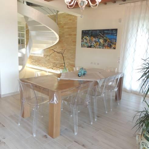 Abitazione ristrutturata in stile rustico moderno di nadia for Poltroncine tavolo da pranzo