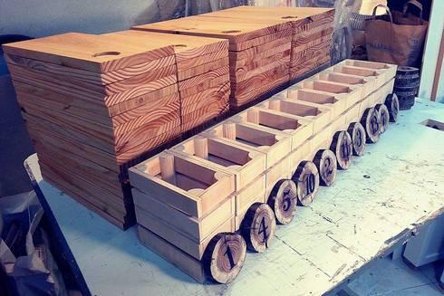 Tábuas e Marcadores de mesa, Cestos de pão, feitos por encomenda para a Charcutaria Lisboa!: Cozinha  por Pode Ser!