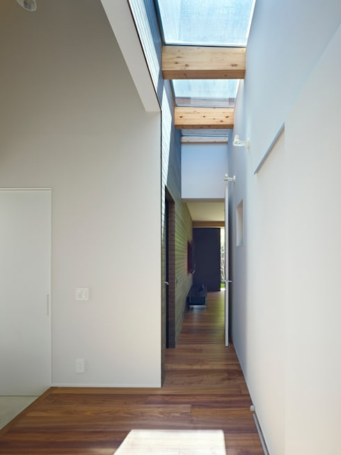 作品: 小松隼人建築設計事務所が手掛けた廊下 & 玄関です。