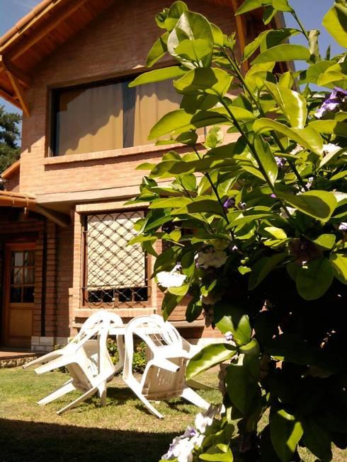 complejo de cabañas: Jardines de estilo clásico por KUN&Aso