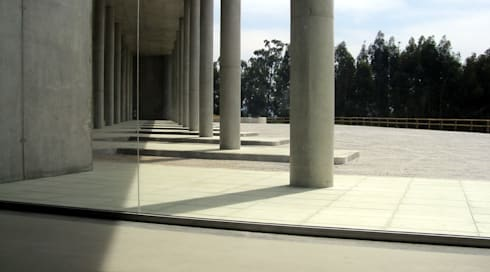 Cental de Camionagem: Lojas e espaços comerciais  por mube arquitectura