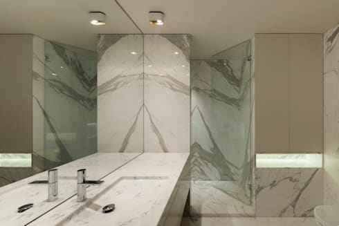 Apartamento na Foz do Douro: Casas de banho modernas por ABPROJECTOS