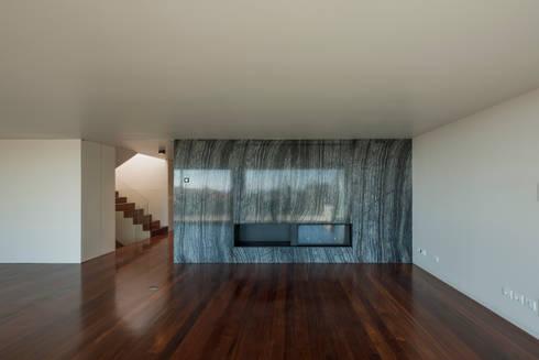 Apartamento na Foz do Douro: Salas de estar modernas por ABPROJECTOS