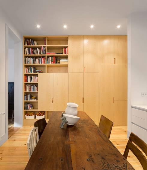 Apartamento ao Camões: Salas de jantar modernas por Alberto Caetano