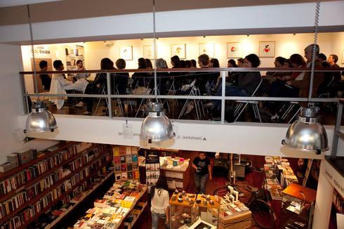 Livraria Arquivo: Lojas e espaços comerciais  por mube arquitectura