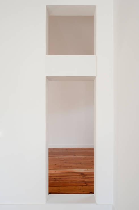 Apartamento à Mouraria: Salas de estar minimalistas por Alberto Caetano