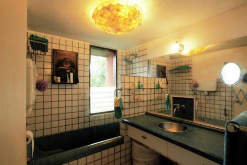 Duplex Apartment, Creativity, Auroville: eclectic Bathroom by C&M Architects
