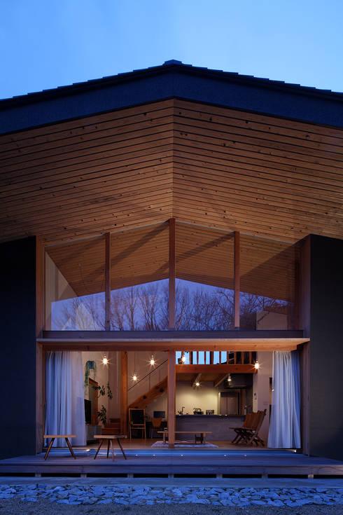 森の大屋根: TENKが手掛けた家です。