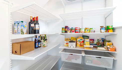 In einer geschmackvollen Küche… : moderne Küche von Elfa Deutschland GmbH