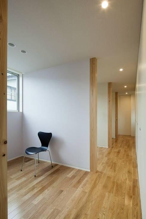 奈半利のコートハウス: 有限会社 橋本設計室が手掛けた子供部屋です。