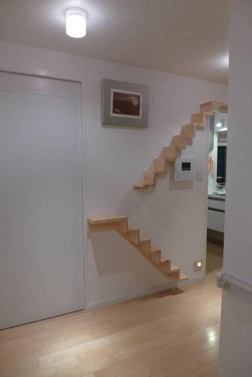 Corridor & hallway by 一級建築士事務所 かねまき・こくぼ空間工房