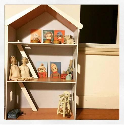 Casa de bonecas. : Quarto de crianças  por Pode Ser!