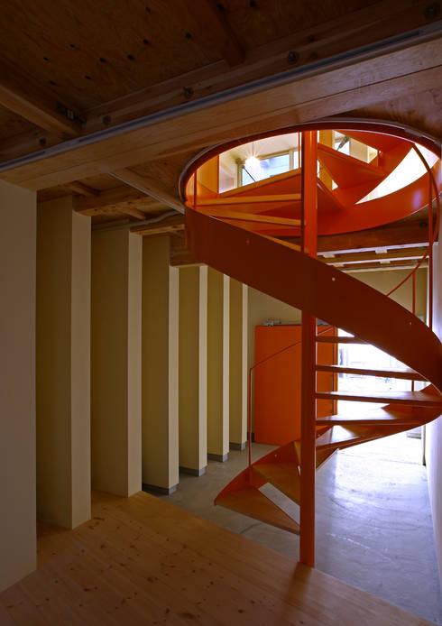 アトリエハコ建築設計事務所/atelier HAKO architects의  복도 & 현관