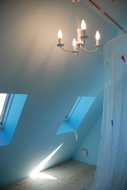 アトリエハコ建築設計事務所/atelier HAKO architects의  침실