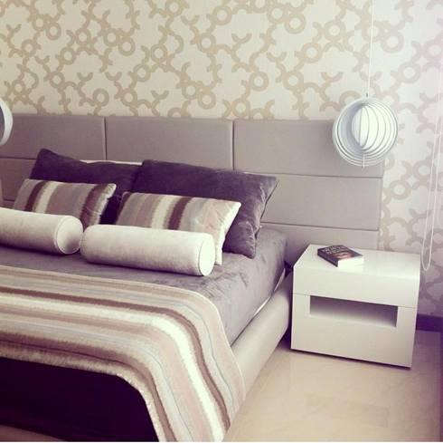 Habitación Espacio Pequeño: Habitaciones de estilo moderno por ea interiorismo