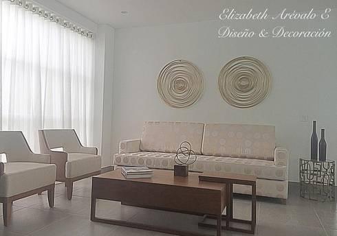Sala en Casa : Salas de estilo clásico por ea interiorismo